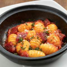 トマトソースとブラウンソースのニョッキ