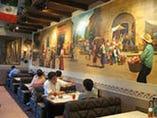 メキシコの雰囲気いっぱいの店内!