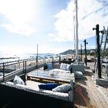 須磨海岸が見えるテラス席で楽しいひとときを