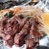 鉄板で外せないお肉。ステーキやタンなど様々ご用意。