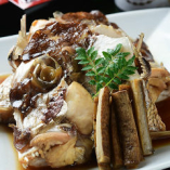 旬魚を使った煮付けや天ぷらなど一品料理もご用意しています