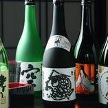 鮮魚料理に合う日本酒を各種取り揃え。お好みの一杯をどうぞ