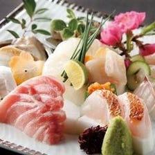 季節の魚介を堪能できる盛合せ