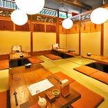 【お座敷席/30名様前後】大小多彩な宴会に対応する、居心地のいい空間