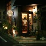 市川駅南口からスグ! 大きな窓が目印のかわいいお店♪
