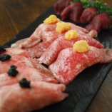肉バルCarne名物の仙台牛寿司