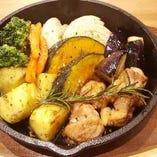 ローズマリー薫る野菜と若鶏のオーブン焼き