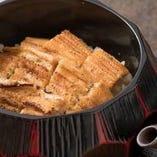 煮穴子を贅沢に使ったあなご飯。お好みで特製の鯛出汁をかけて