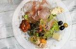 フレッシュサラダと6種のタパスのサラダランチ