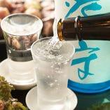 季節ごとに変わる約30種のプレミアムな日本酒が飲み放題!
