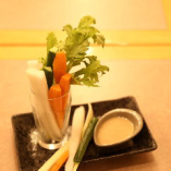 旬の野菜を使った料理もそろえております。
