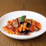 豊富な小皿料理も自慢!ナポリの酒場の雰囲気が味わえる♪
