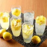 広島県産レモン使用!酸っぱくて爽やかな味わいのレモンサワー!