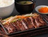 お肉そのものの味を堪能できるハラミ!人気の定食です。