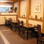 【1F】テーブルのお席です。観光の際や、ランチなどに。