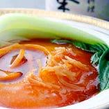 フカヒレ・あわび・伊勢海老・北京ダックなどの高級食材を使用