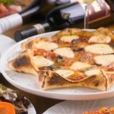 カジュアルに♪星型ピッツァにパスタ、唐揚げも!お酒に合う12品と多彩なドリンクが飲み放題のお手軽コース