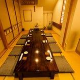 6名様個室2部屋の仕切りをはずし、最大15名様での大規模の宴席や会食・接待にご利用いただけます。