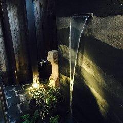 大阪城のお堀にお水が入りました。滝から流れる水音を楽しんで!