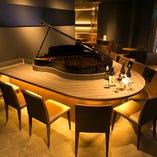 【〜10名様】ラグジュアリーな大人の夜を演出するピアノカウンター