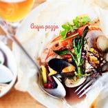 トマトソースで煮込んだ天然有頭海老と魚介、季節野菜の紙包み焼き