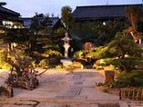 目の前に広がる、自慢の日本庭園 ~1階 庭の見える個室~
