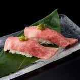 鮮度抜群の直営店だからこそ、安心して食べられる肉寿司各種