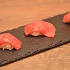 希少部位トモサンカクの炙り寿司