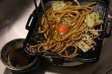 絶品!肉の旨みがつまった〆の麺(うどん or そば)!