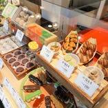 和菓子、お土産販売中。お団子1本からお買い求め頂けます。