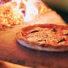 薪窯で焼き上げる豪快なピッツァ