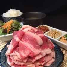 自慢の大阪南港直送の肉を焼肉定食で