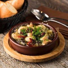 海老とキャベツの塩昆布アヒージョ