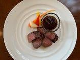 アメリカ産牛ロース肉のステーキ 赤ワインソース