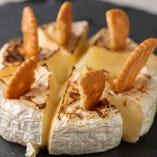 【カマンベールチーズ焼き】正面が少しカリッとして、中は熱々トロトロ