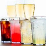色鮮やかな飲み放題ドリンクの数々♪オリジナルのカクテルを作れます