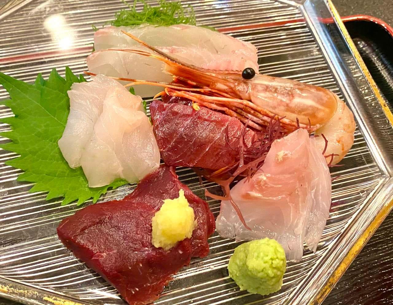 地元の新鮮な魚介類を使用