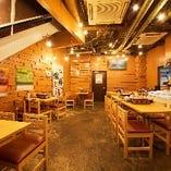 【1階】笑顔と活気溢れる海鮮市場の様な雰囲気!テーブル席