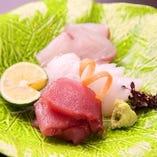 【造り】旬の鮮魚を当店の板前が捌きます。