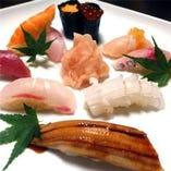 旬の魚介を使った目の前で握るお寿司