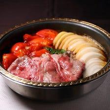 名物「トマトすき焼き」和牛リブロース100g ご会食・ご宴会・女子会・記念日にすき焼き鍋