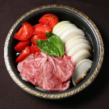 """""""名物""""トマトすき焼き鍋と特選鮨の贅沢な懐石料理"""