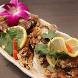 高温でサクっと揚げた蟹。甲羅がやわらかで丸ごと召し上がれます
