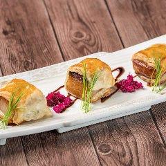 柔らか角煮と燻製カマンベールのパイ包み焼き(1個)