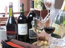 海鮮やお肉に合うワイン多数あります