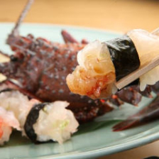 握りはもちろん個性派寿司も必食