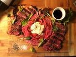 イチボとランプの肉バル盛り