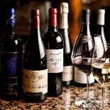 世界各国から仕入れた厳選ワインは18品。お好みに合わせてお楽しみください