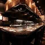 カウンター席で、目の前で料理されるライブ感をお楽しみ下さい