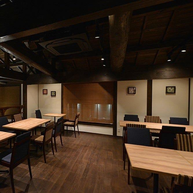 広々とした空間でお食事を お楽しみください♪